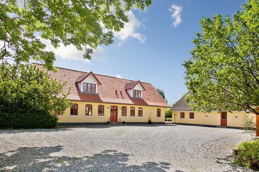 Villa på Kertemindevej i Ullerslev - Set fra vejen