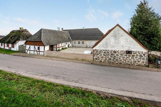 Villa på Tårup Byvej i Frørup - Ejendommen