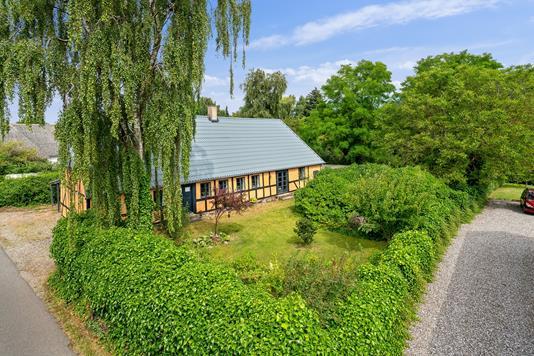 Villa på Brandgaden i Frørup - Set fra vejen