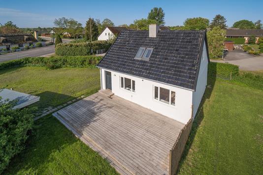 Villa på Store Lyngbyvej i Skævinge - Ejendommen