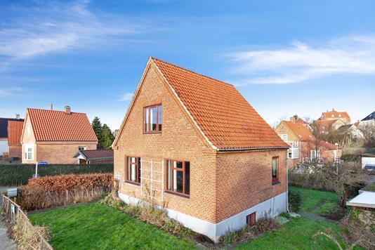 Villa på Godthåbsvej i Hillerød - Set fra vejen