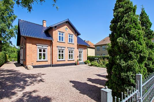 Villa på Nordre Jernbanevej i Hillerød - Set fra vejen