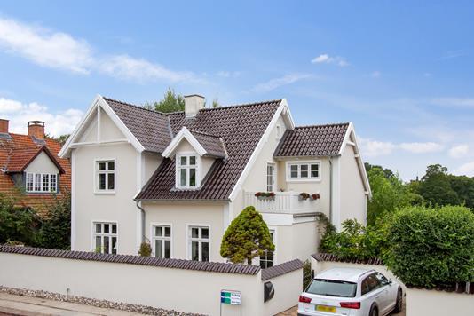 Villa på Holmegårdsvej i Hillerød - Set fra vejen