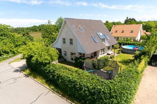 Villa på Brødeskovparken i Hillerød - Set fra vejen
