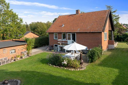 Villa på Hovedvejen i Gørløse - Set fra haven