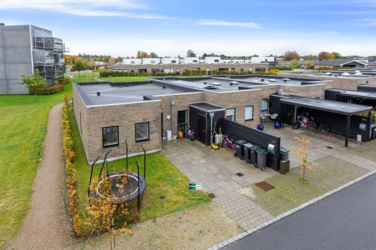 Rækkehus på Allékredsen i Hillerød - Set fra vejen