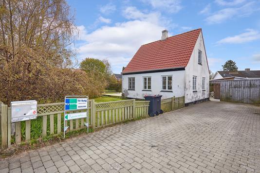Villa på Dønnevældevej i Græsted - Ejendommen