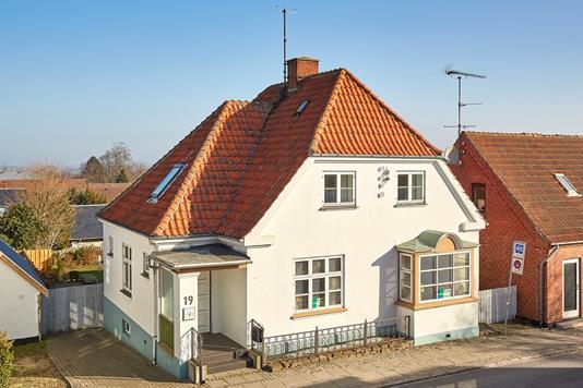 Villa på Græsted Hovedgade i Græsted - Ejendommen