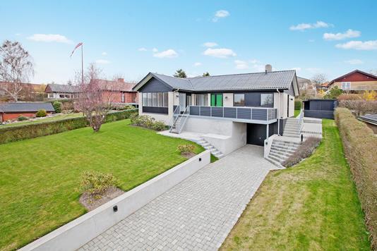 Villa på Åstrup Bygade i Grenaa - Ejendommen