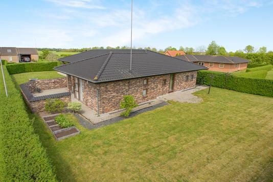 Villa på Solhøjvej i Trustrup - Ejendommen