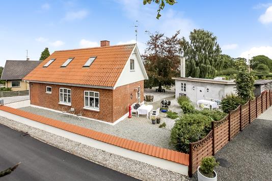 Villa på Åsbjergvej i Glesborg - Ejendommen