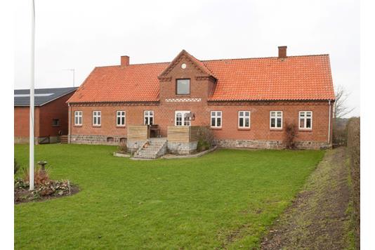 Landejendom på Lundenvej i Glesborg - Ejendommen