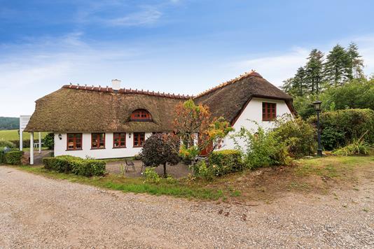 Villa på Bykrogen i Knebel - Set fra vejen