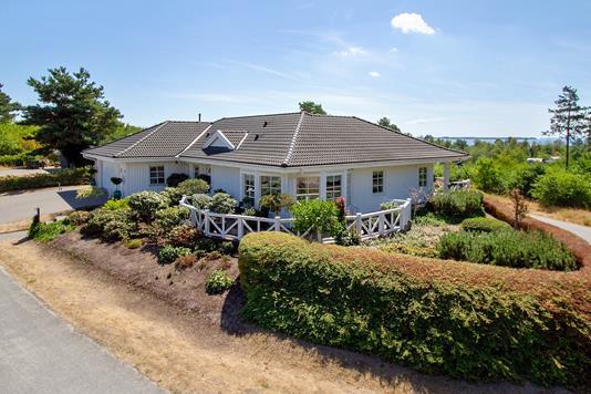 Villa på Egsmark Høje i Ebeltoft - Set fra vejen