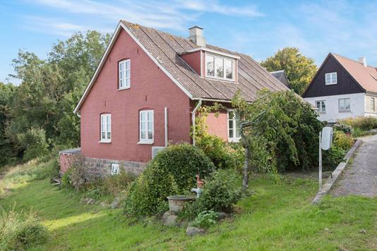 Villa på Kildevej i Knebel - Ejendommen