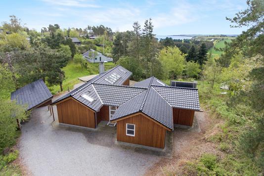Fritidsbolig på Fuglsøvig i Knebel - Ejendommen
