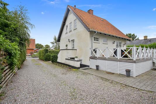 Villa på Parkvej i Fuglebjerg - Set fra vejen