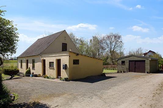 Villa på Engvej i Dalmose - Set fra vejen