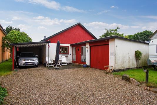 Villa på Langgade i Sandved - Set fra vejen