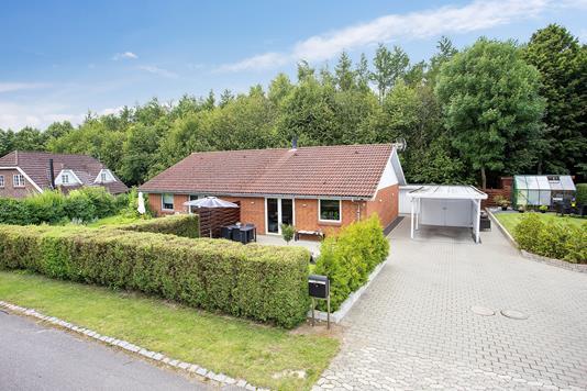 Villa på Niels Jensensvej i Rude - Ejendommen