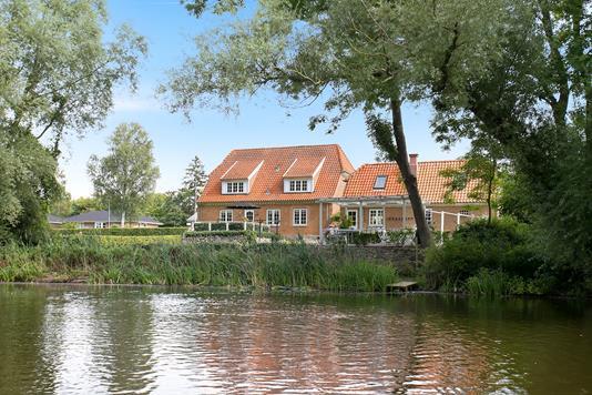 Villa på Holsteinborgvej i Rude - Ejendommen