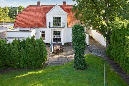 Villa på Stationsvej i Dalmose - Ejendommen