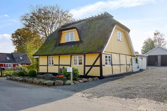 Villa på Hyllestedvej i Dalmose - Set fra vejen