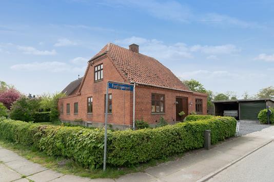 Villa på Fuglebjergvej i Fuglebjerg - Set fra vejen