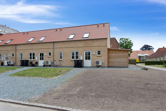 Rækkehus på Lovsøvej i Skælskør - Set fra vejen