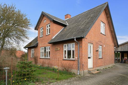 Villa på Bisserup Byvej i Rude - Set fra vejen
