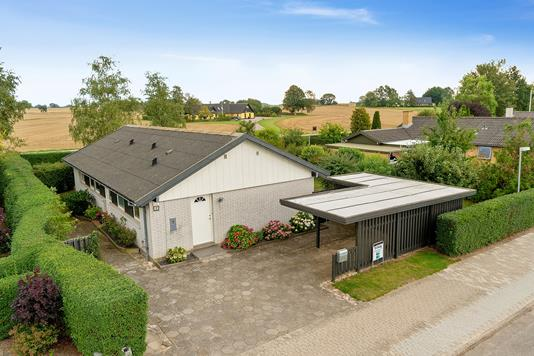 Villa på Duevænget i Fuglebjerg - Set fra vejen