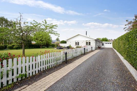 Villa på Elmegårdsvej i Boeslunde - Ejendommen