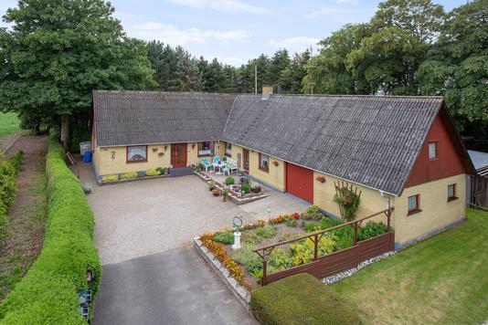 Villa på Banevej i Dalmose - Set fra vejen