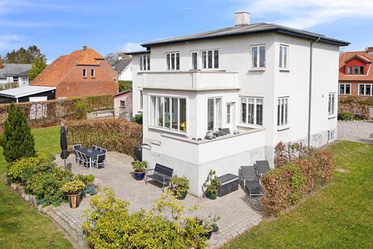 Villa på Nyvej i Dalmose - Set fra vejen