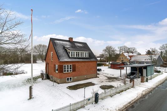 Villa på Østervej i Rude - Set fra vejen
