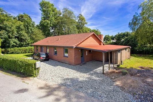 Villa på Rolighedsvej i Herlufmagle - Set fra vejen