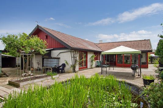 Villa på Rørdalen i Haslev - Set fra haven