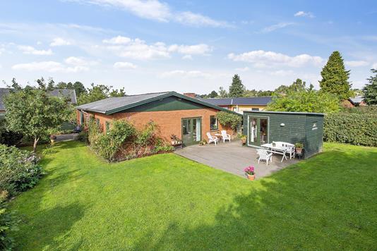 Villa på Kløvervænget i Haslev - Set fra haven