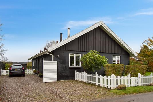 Villa på Nielstrupvej i Haslev - Set fra vejen