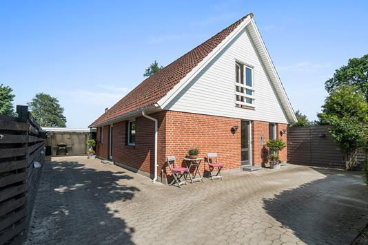Villa på Ternesøvej i Haslev - Set fra vejen