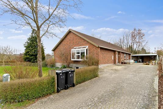 Villa på Jægervænget i Tappernøje - Set fra vejen