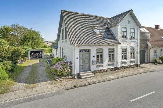 Villa på Dybbøl Bygade i Sønderborg - Ejendommen