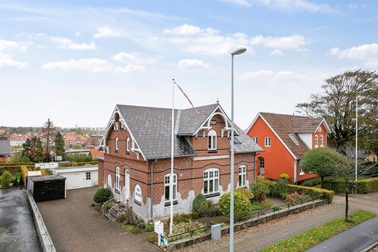 Villa på Aarøsundvej i Haderslev - Set fra vejen