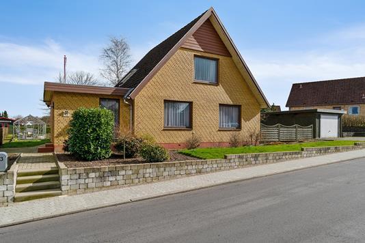 Villa på Smedevænget i Vojens - Set fra vejen
