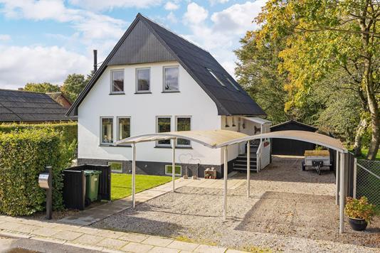 Villa på Skolevej i Tistrup - Ejendommen