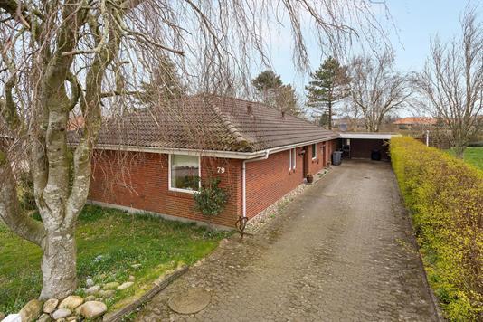 Villa på Kløvbakken i Outrup - Ejendommen