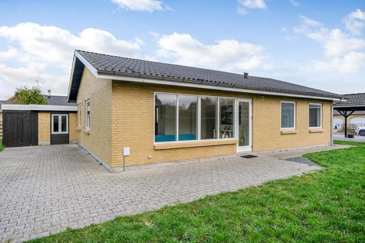 Villa på Ravnsvej i Engesvang - Ejendommen