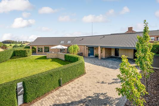 Villa på Bakkevænget i Bording - Ejendommen