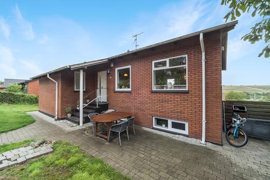 Villa på Thøger Larsens Vej i Lemvig - Ejendommen