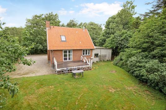 Villa på Sporvej i Bækmarksbro - Ejendommen